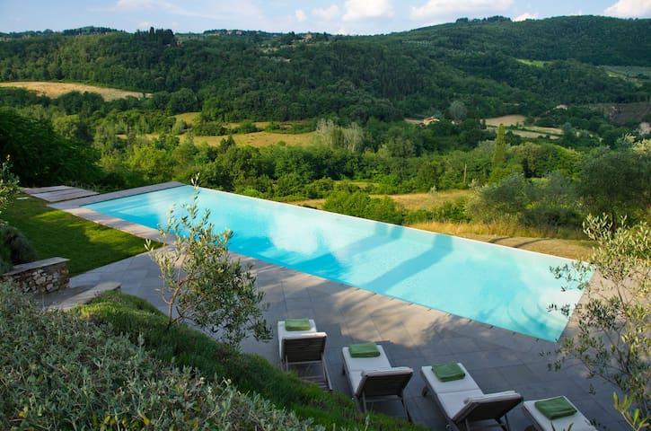 A Luxury 4 Bedroom Villa In Fiesole