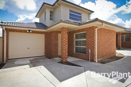 1 Bed room In a Town House - Noble Park