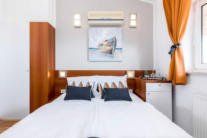 Double room with sea view 202
