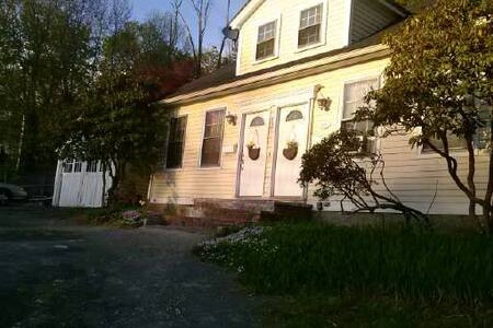 Quaint Cape style home  - North Attleborough - Apartemen