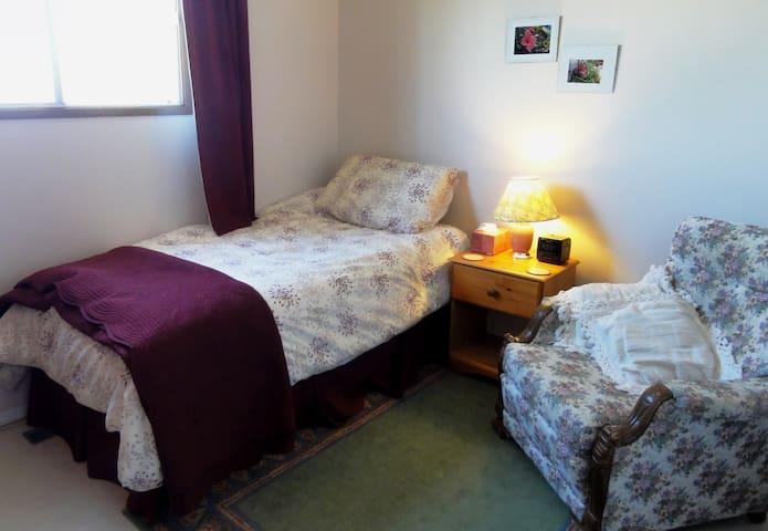 Quiet Single Room in West Edmonton - Edmonton