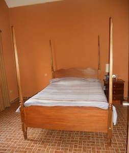 nice, clean room in Jinotepe - Bed & Breakfast