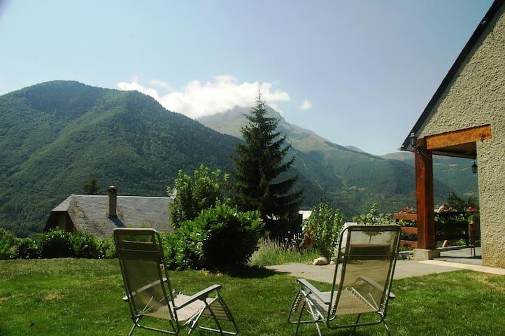 maison de montagne spacieuse et chaleureuse - Guchan - Casa