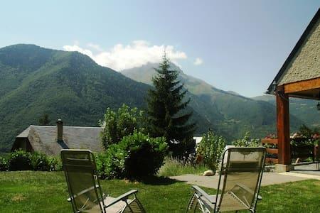 maison de montagne spacieuse et chaleureuse - Guchan - Dom