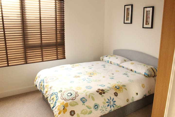 Zone 2 - New and Bright Double Room - Londen