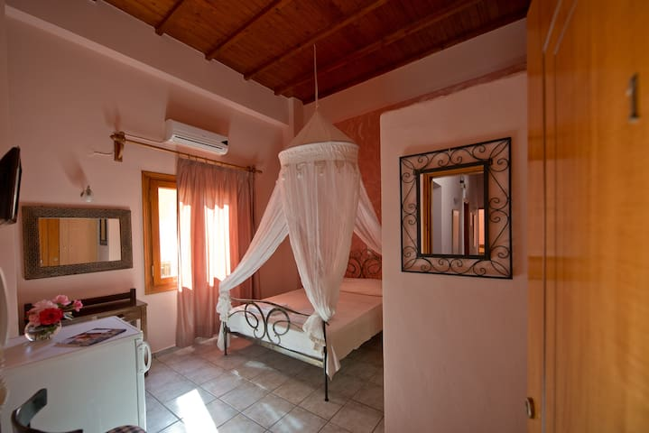Katerina Traditional Rooms (No 1)