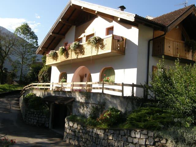 villa ilaria - Caderzone - Bed & Breakfast