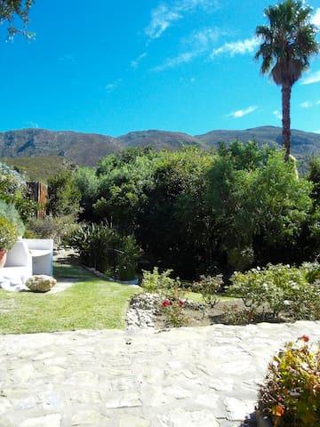 """Montagu Cottage """"Eagle's view"""""""