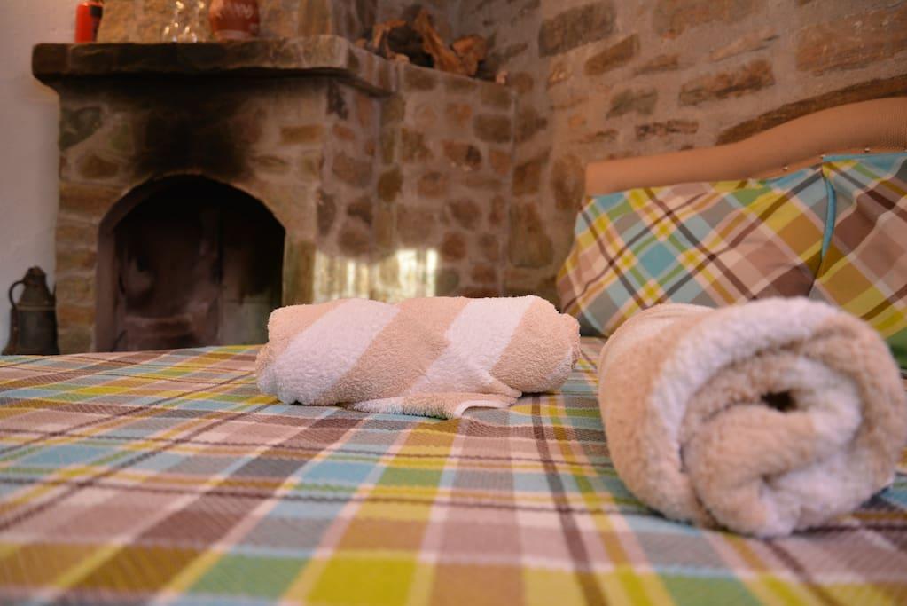 soğuk  kış  günlerinde   şömineli  odalarımız.şömine  başında  şarap  şömine.