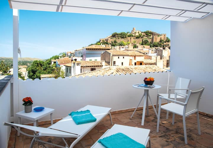 CAN SEROL 2 - Nice apartment with a wonderful terrace and views of the medieval castle.