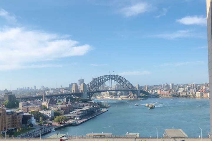 Circular Quay location with Harbour Views