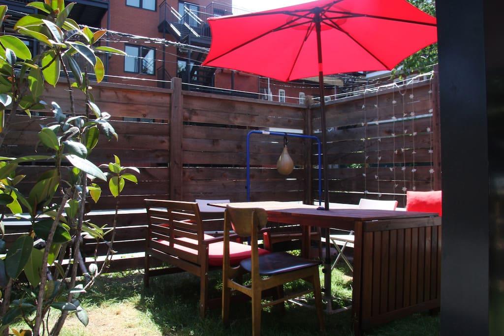 jardin avec BBQ