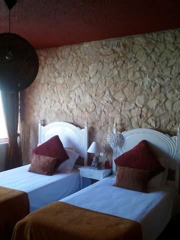 EN-SUITE DOUBLE ROOM IN CASA NANA  - Burgau