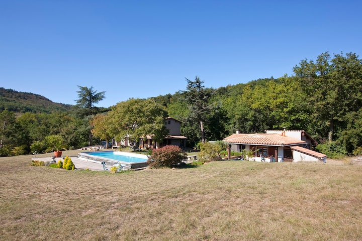 B&B in large secluded house, swimming pool.
