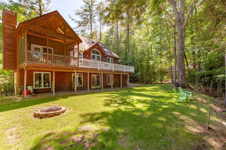 Riverfront home on the Saco River with a hot tub