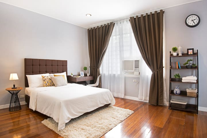 HOMEY AND COZY + CATS | 1BR IN MAKATI  (A)