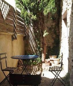 Maisonnette en vieilles pierres - Saint-Marcel-d'Ardèche
