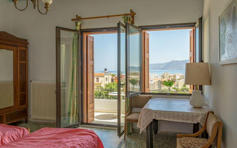 kissamos villa for 6 pe  bedrooms sea view