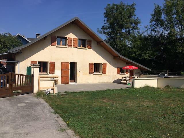 Maison entre lac et montagne - Albens - House
