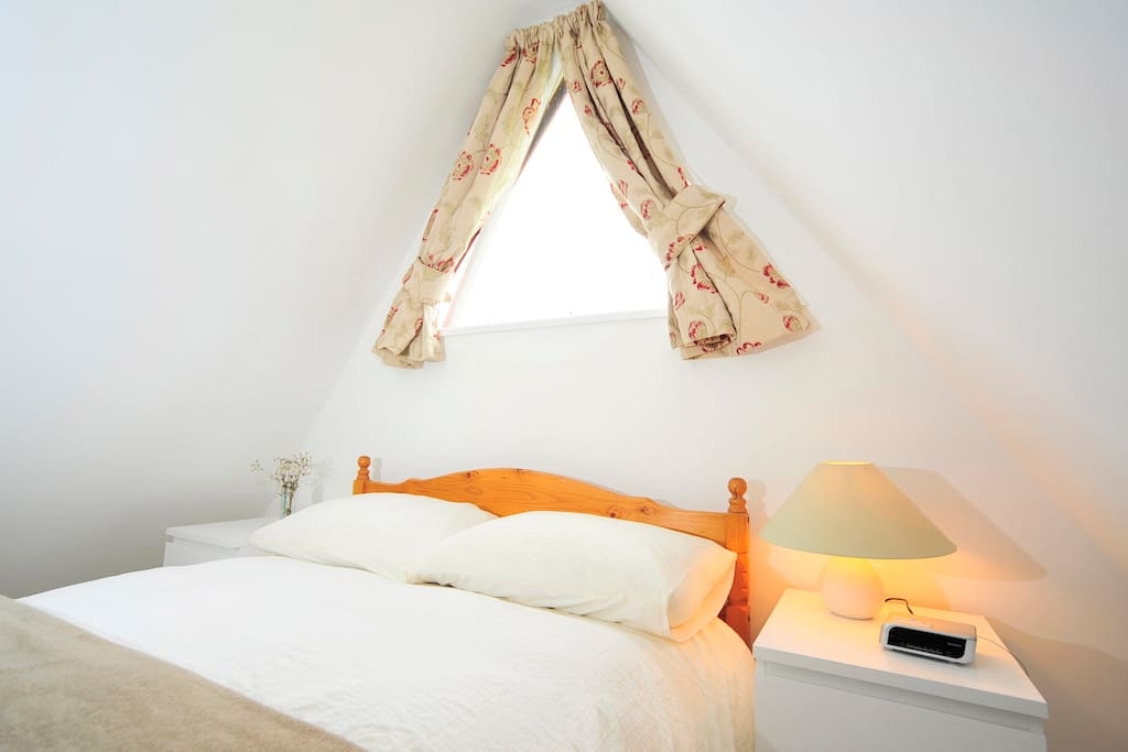Main bedroom, with kingsize bed and en-suite toilet