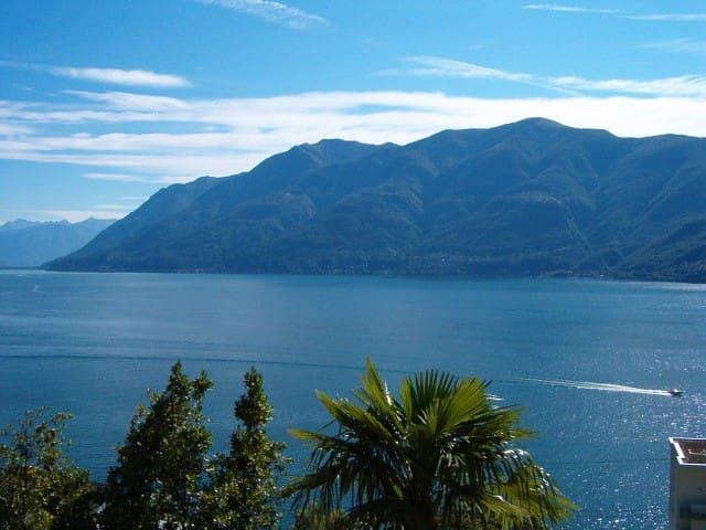 Traumhafter Blick auf Lago Maggiore - Brissago TI - Bed & Breakfast