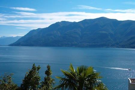 Traumhafter Blick auf Lago Maggiore - Brissago TI