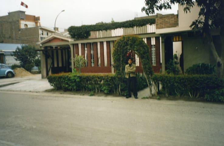 Bonita casa, grande y elegante. - Santa Anita - House