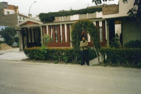 Bonita casa, grande y elegante. - Santa Anita