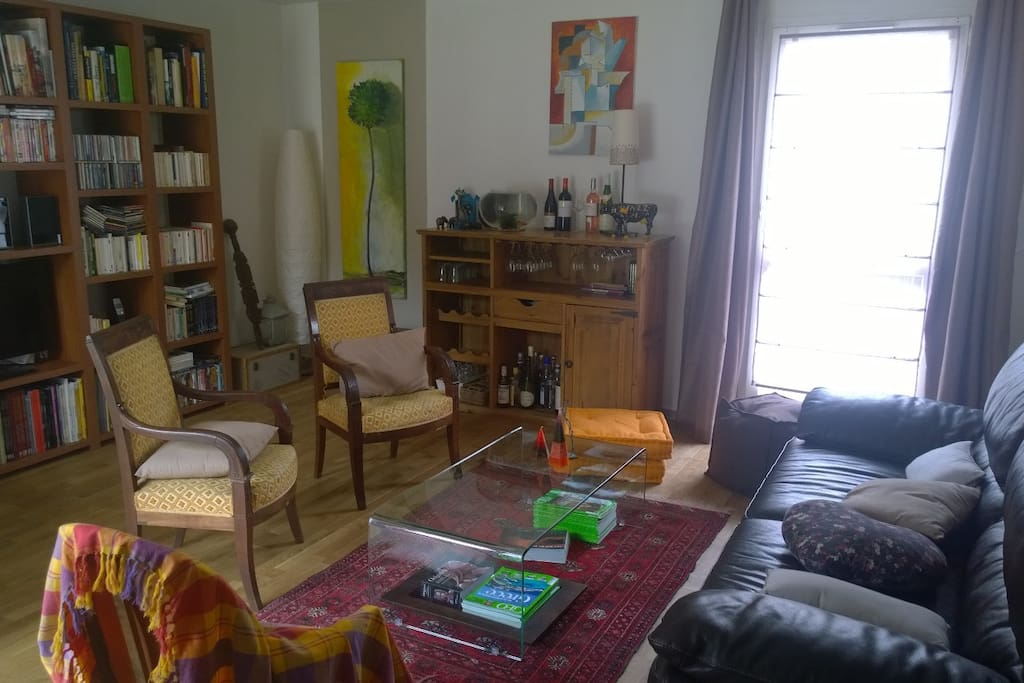 Salon lumineux donnant sur jardin, 2 orientations, TV, Hifi, Wifi...