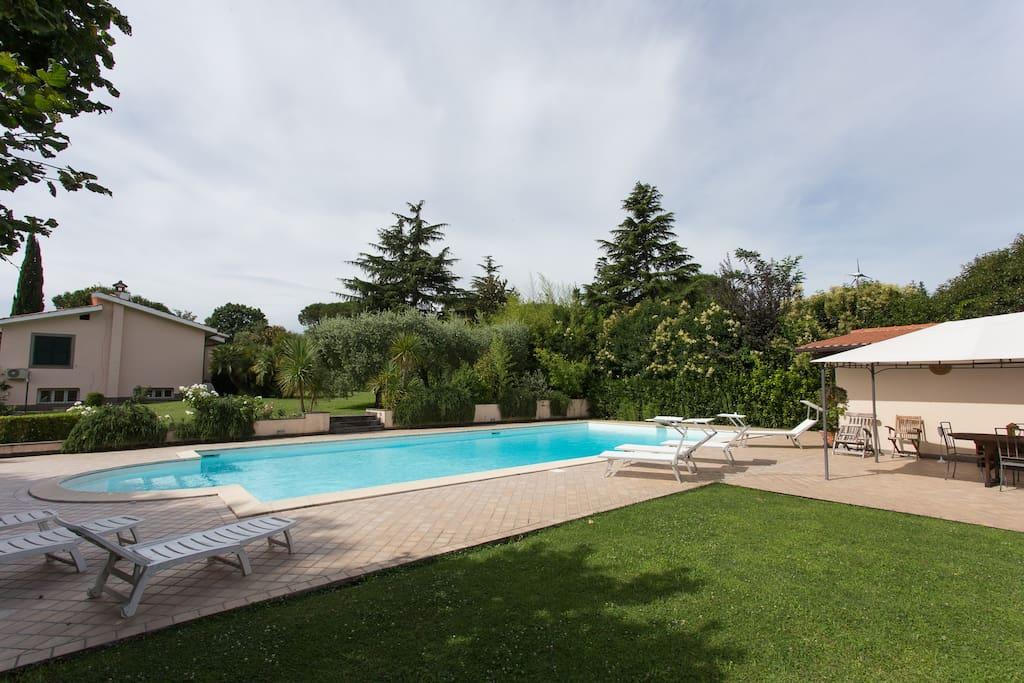 Mansarda in villa con piscina villas for rent in roma - Villa con piscina roma ...