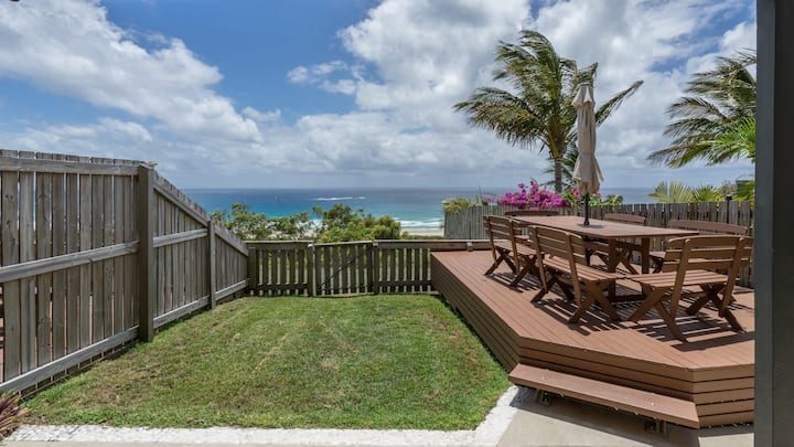 Three Bedroom Beach and Ocean View Apartment