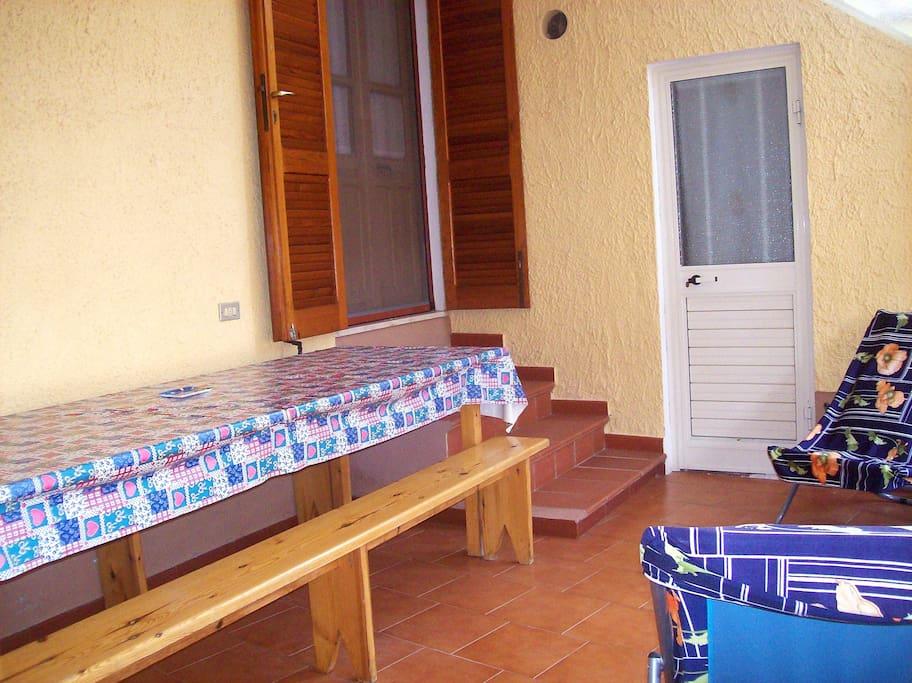 Casa con veranda appartamenti in affitto a lotzorai for Casa con veranda