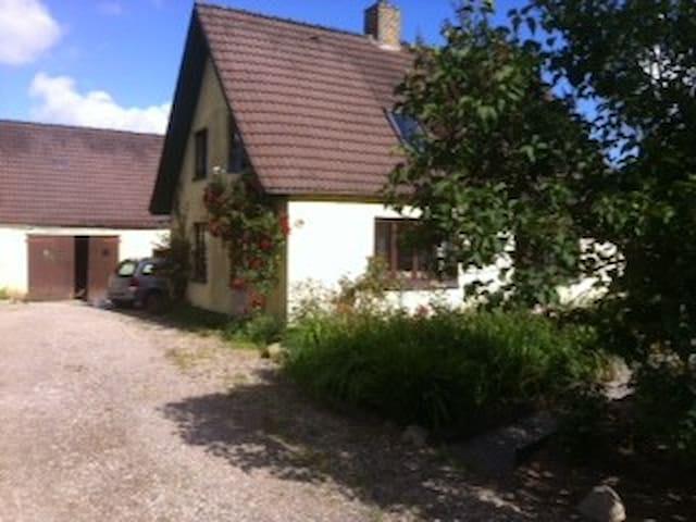 På landet, nye værelser m/bad - Ørbæk - Bed & Breakfast