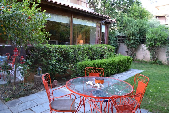 Beautiful house in Saronida bay