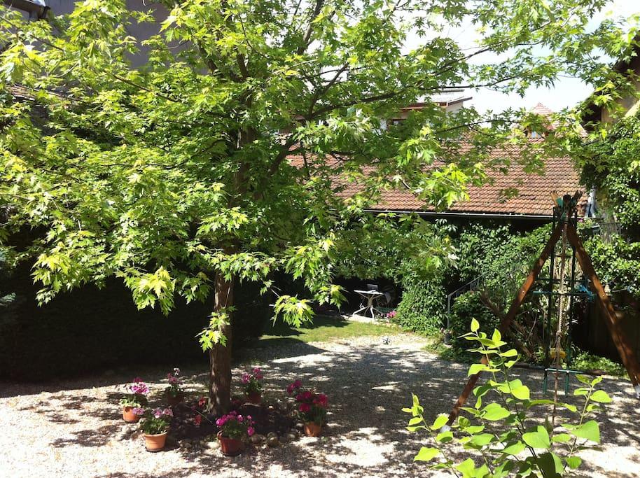 Deux chambres villas for rent in la tour du pin rhone for Piscine la tour du pin