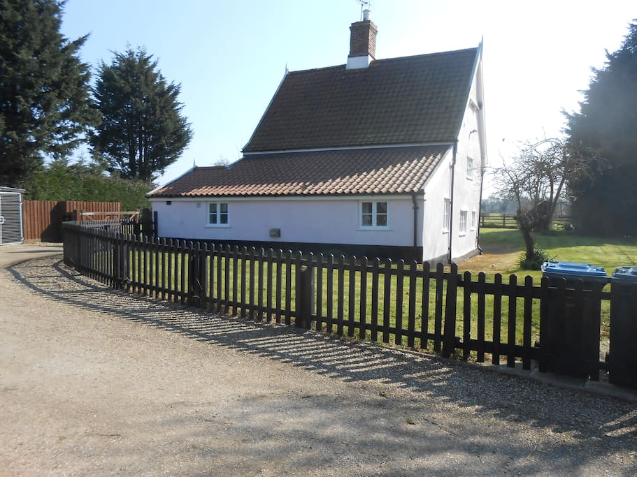 The approach to Willow Cottage