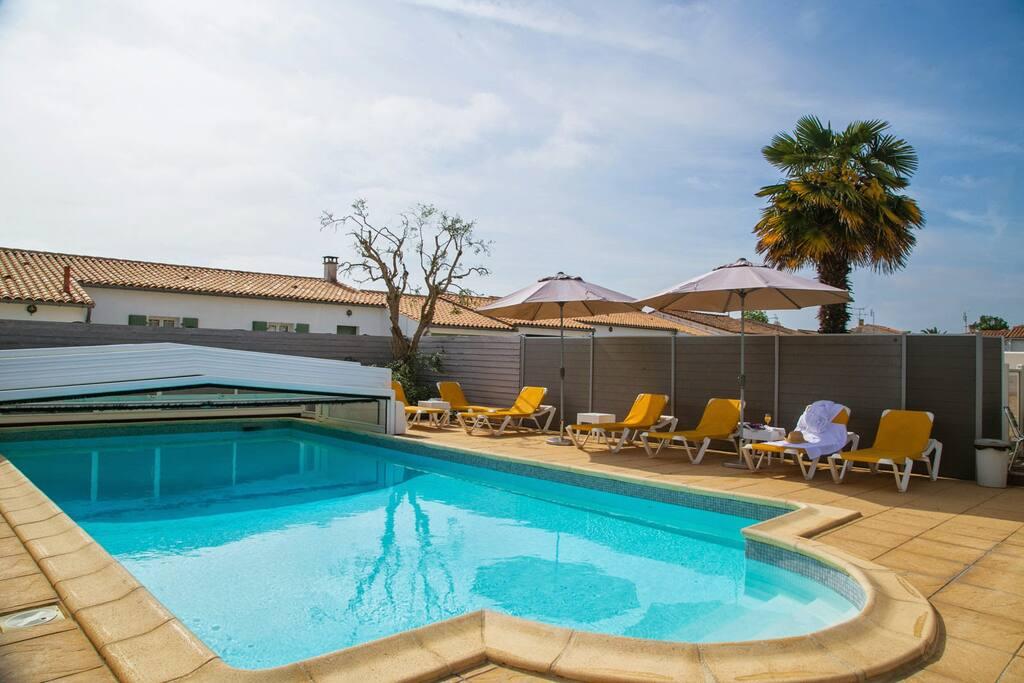 Accès libre à la piscine, bar (espace commun)