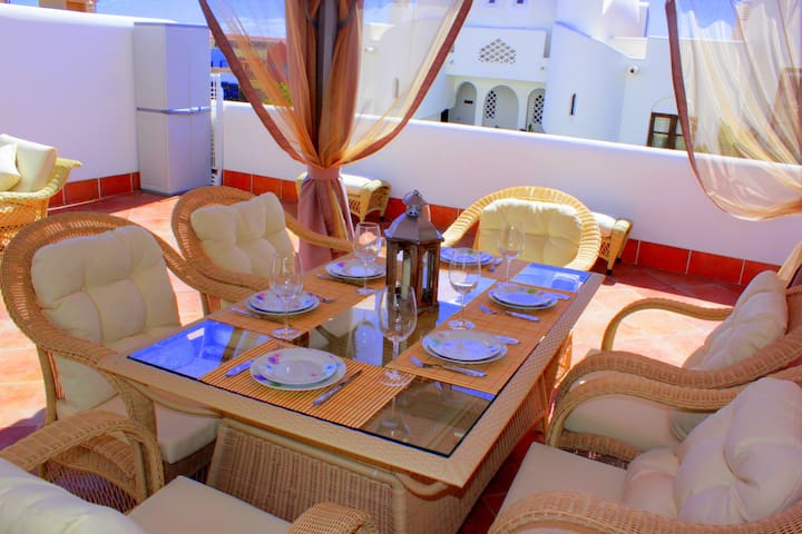 Luxury Apartment with Pool Access - Адехе - Casa