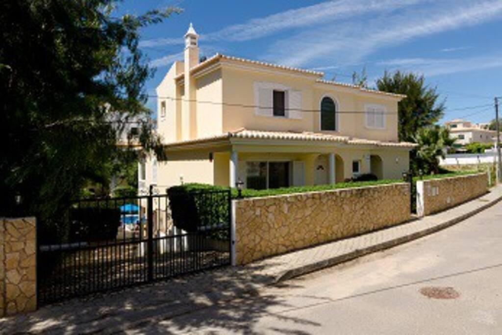 Casa Desa front