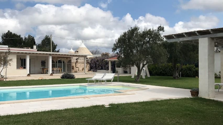 Villa with Trullo and pool - Ostuni  - วิลล่า