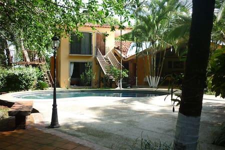 Habitacion privada, para relax - Orotina - Bed & Breakfast