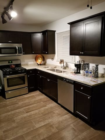 Contemporary 3BR Home in Bellwood