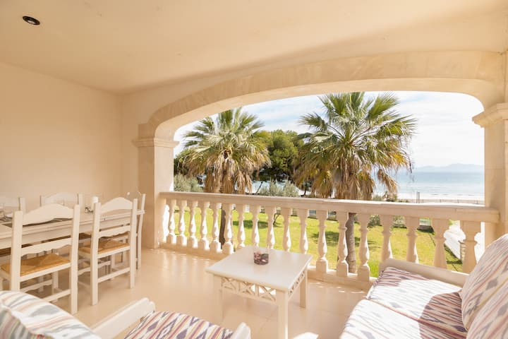 Beautiful beachfront apartment in Port d'Alcúdia