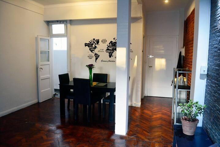 Living Comerdor, pisos de madera Buena iluminación natural y artificial, recién pintado