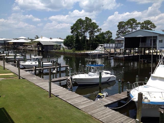 2 BR, 2 BA w/ access to boat launch and boat slip - Orange Beach - Apartment