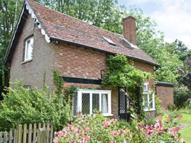Wysteria Cottage (PKD)
