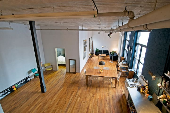 * ORIGINAL BROOKLYN LOFT *