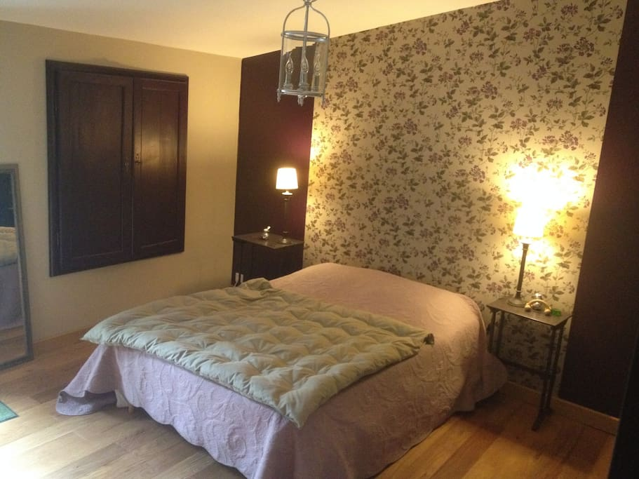 Chambre d 39 h te dans petit village bed and breakfasts for for Chambre d hote saint sulpice