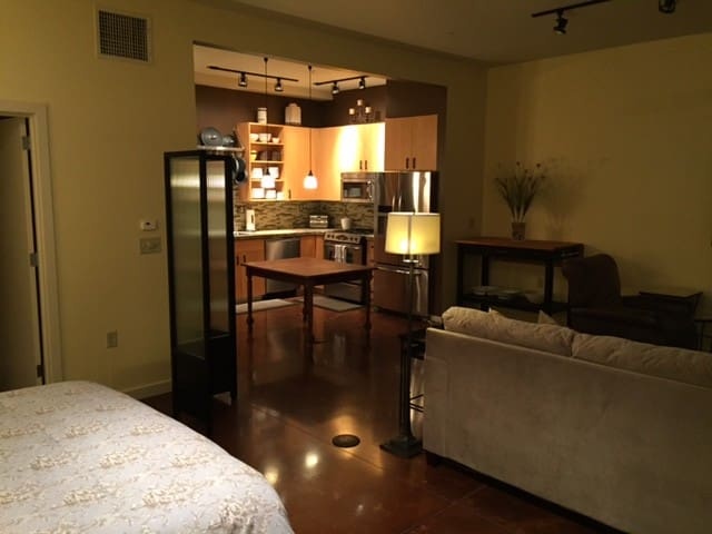 Beautifully furnished condo in Orenco Station - Hillsboro - Apartamento