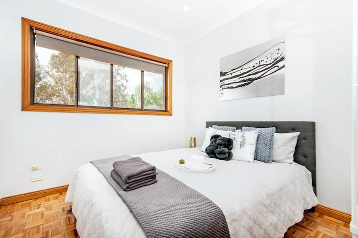 Berala boutique guest house 1min Walk to Station.